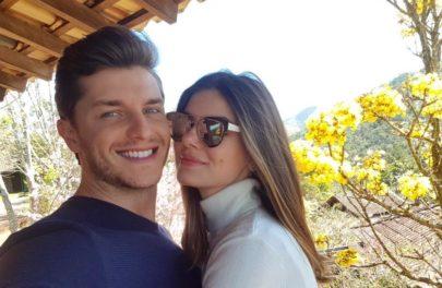 """Às vésperas do casamento, Camila Queiroz e Klebber Toledo curtem """"pré-lua de mel"""""""