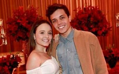 Larissa Manoela publica foto do namorado vestido de mulher