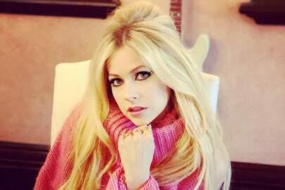 Ela voltou! Avril Lavigne posta vídeo dos bastidores de novo clipe