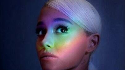 """Ariana Grande conquista seu 12º certificado de platina com """"No Tears Left To Cry"""""""