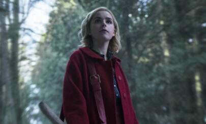 """Saíram novas imagens de """"O Mundo Sombrio de Sabrina"""" que mostram a bruxinha"""