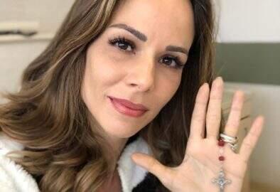 """Ana Furtado manda mensagem após sua quinta sessão de quimioterapia: """"Já sou vitoriosa!"""""""