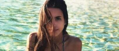 """Irmã de Cleo, Ana Morais posa de biquíni e ganha elogios: """"Ela é uma sereia?"""""""