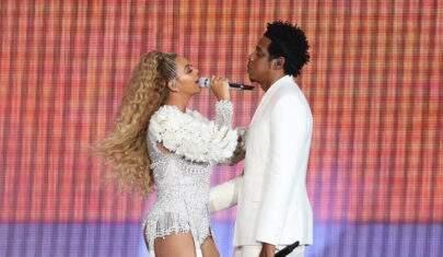 Homem invade palco e persegue Beyoncé e Jay-Z em show nos Estados Unidos