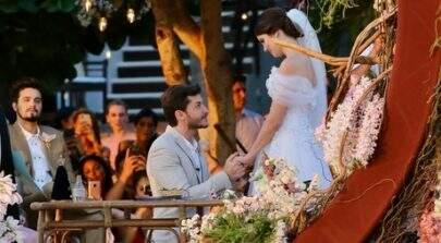 Em cerimônia deslumbrante,Camila Queiroz e Klebber Toledo se casam em Jericoacoara