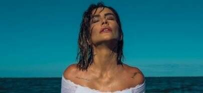 """De lingerie molhada, Cleo relembra foto sensual no mar: """"Vem, calor"""""""