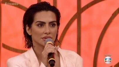 """Cleo participa do """"Encontro"""" e internautas comentam sobre tamanho de seus lábios: """"Tá virando uma Kardashian já?"""""""