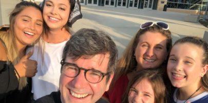 Família viaja para ver show de Shawn Mendes mas descobre que apresentação é em 2019