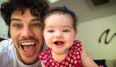"""José Loreto se emociona com vídeo fofo de sua filha gargalhando: """"Como pode me fazer chorar?"""""""