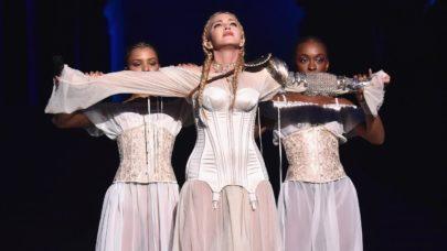 O aniversário é dela, mas o presente é nosso! Madonna lança vídeo de sua apresentação no Met Gala
