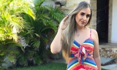 Ex-BBB Patrícia Leitte impressiona ao posar de lingerie sem retoques