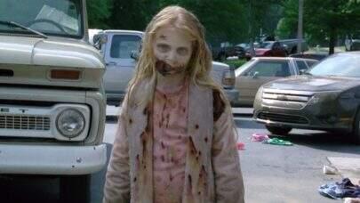 """A primeira zumbi a aparecer em """"The Walking Dead"""" cresceu e surpreende os fãs"""