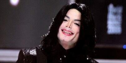 Cabeleireiro de Michael Jackson afirma que o cantor está vivo e fala sobre retorno