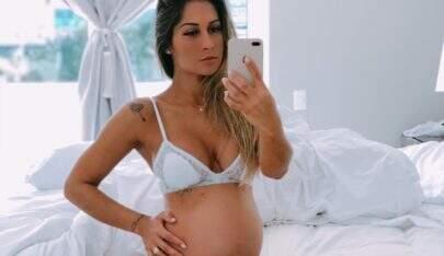 Mayra Cardi mostra barrigão de 9 meses e rebate fã que a acusou de editar imagem