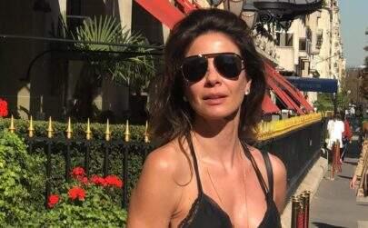 """Luciana Gimenez posa ao lado de surfista americano e dispara: """"Soltinha na marola"""""""