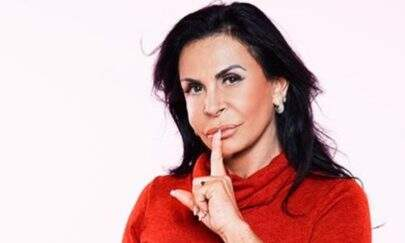 Gretchen volta ao Brasil e mostra resultado de procedimento estético na boca
