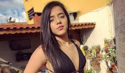 """Gêmea Lacração, Mariely Santos sensualiza com maiô cavado e recebe elogios: """"Espetáculo"""""""