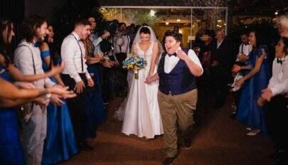 """Ana Vilela se casa com namorada e faz homenagem: """"Você me transborda todos os dias"""""""