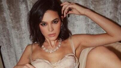 """Bruna Marquezine sensualiza só de lingerie e recebe """"cantada"""" de famosa"""