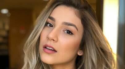 Irmã de Luan, Bruna Santana posa de biquíni fio-dental e arranca suspiros