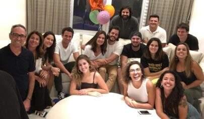 """Fátima Bernardes agradece festa de aniversário surpresa: """"Começou bem meu novo ano"""""""