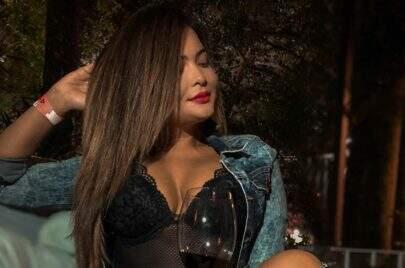 """Geisy Arruda posa de maiô decotado e arranca suspiros dos seguidores: """"Show de mulher"""""""
