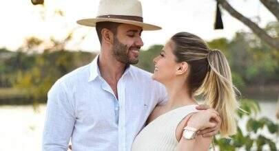 """Gusttavo Lima esquece a aliança em casa e Andressa Suita cobra: """"Vai colocar sim"""""""