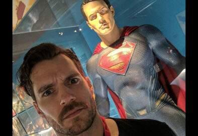 Após rumores, Henry Cavill posta vídeo dando a entender que ainda é o Superman