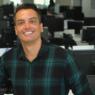 """Leo Dias retorna ao """"Fofocalizando"""" após sair da reabilitação"""