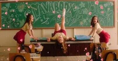 """Maisa, Klara Castanho e Mel Maia soltam a voz no clipe de """"Tudo Por Um Pop Star"""""""