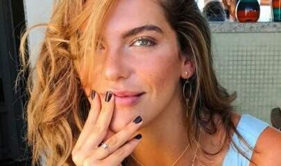 Mariana Goldfarb ousa em clique de biquíni e ganha comentário de Grazi Massafera