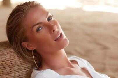 """De lingerie, Ana Hickmann exibe bumbum na web: """"Espetáculo de beleza"""""""