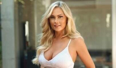 """Ellen Rocche arranca suspiros de seguidores ao posar de lingerie bege: """"É uma Deusa"""""""