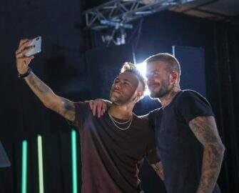 """Neymar posa ao lado de David Beckham e bomba na web: """"Muito talento junto!"""""""