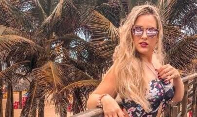 Ex-BBB, Patrícia Leitte rebate comentário sobre suas estrias em fotos de biquíni