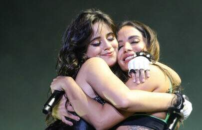 Surpreendendo fãs, Camila Cabello e Anitta cantam juntas em show