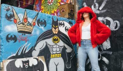 Camila Cabello está 'turistando' em São Paulo e visitou Beco do Batman