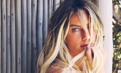 Sem sutiã, Giovanna Ewbank sensualiza em Fernando de Noronha