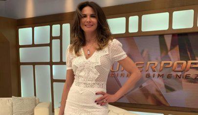 Luciana Gimenez posa sexy fazendo gesto obsceno e recebe criticas na web