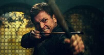 "Vídeo mostra treinamento de Taron Egerton com arco e flecha para ""Robin Hood"""