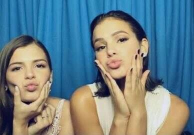 Irmã de Bruna Marquezine corta o cabelo e fica parecendo gêmea da atriz