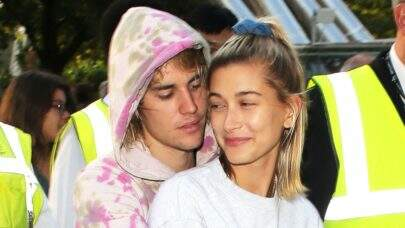 Com mão boba de Justin Bieber, Hailey Baldwin divulga foto inédita do casal
