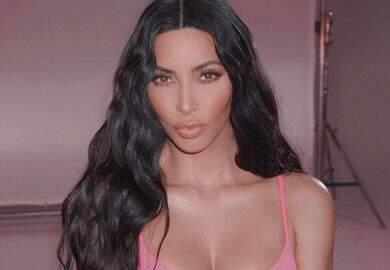 Kim Kardashian é vítima do Photoshop e aparece muito diferente com bumbum menor