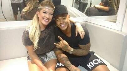 Léo Santana comenta foto da ex,  Lorena Improta, e fãs se agitam