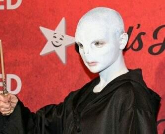 Você nunca vai adivinhar quem é essa atriz fantasiada de Voldemort
