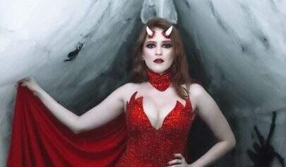 Ana Clara dá festão de Halloween e Gleici aparece irreconhecível de vampira