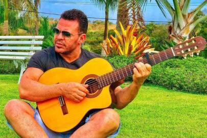 Eduardo Costa mostra certificado em tiro e verdadeiro nome do cantor é revelado