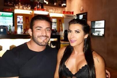 Ex-BBB Priscila Pires aparece nua no banheiro ao lado de seu marido, João Reis