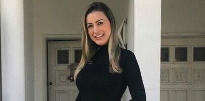 """Andressa Urach comemora envelhecimento: """"Feliz por estar tendo rugas"""""""