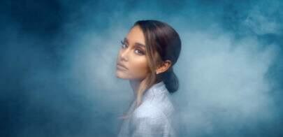 """Ariana Grande está nas nuvens no clipe de """"Breathin"""""""